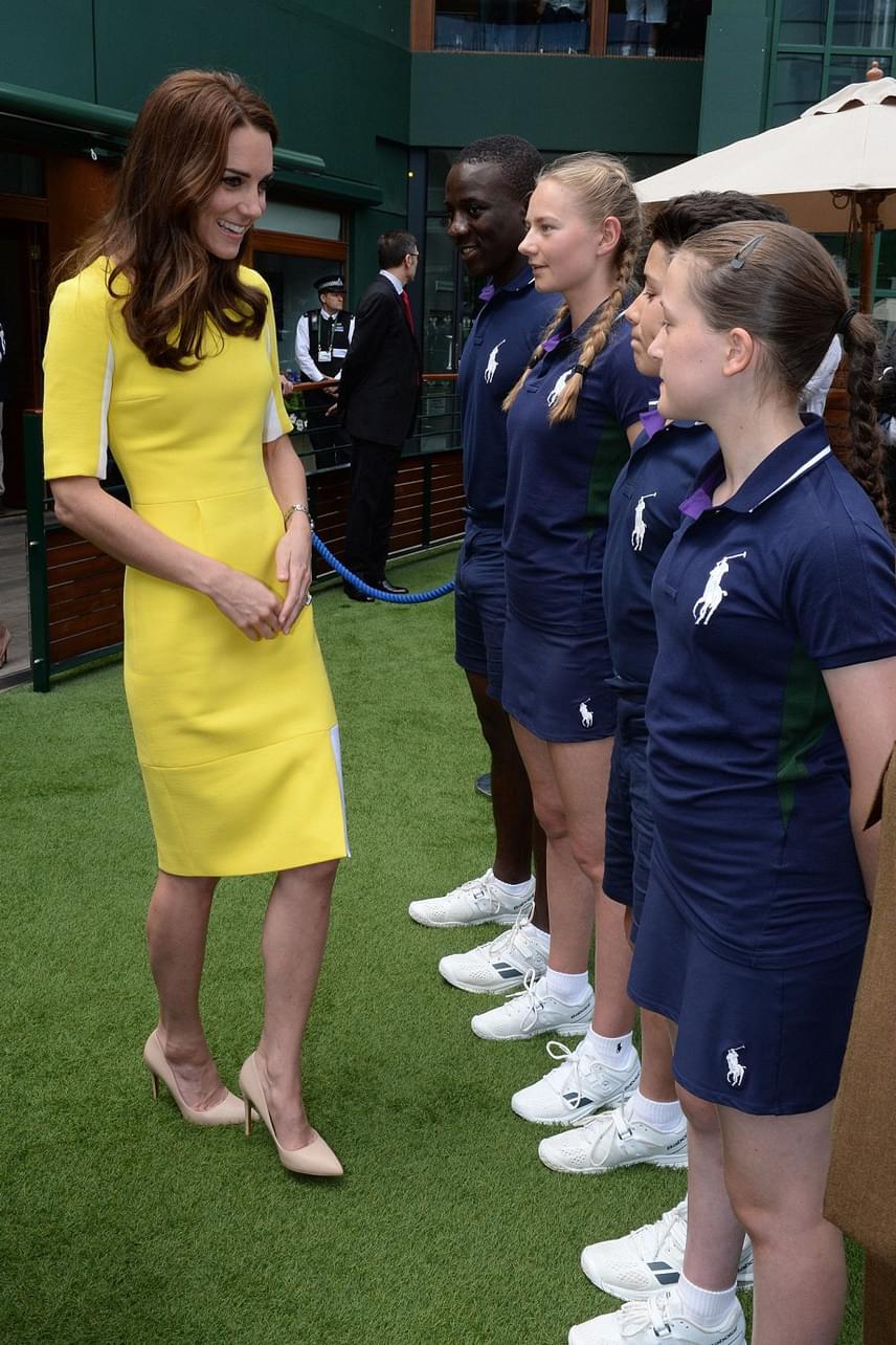 A fiatal labdaszedőket az a megtiszteltetés érte, hogy ők is találkozhattak a hercegnével, aki a mérkőzés után lement üdvözölni őket.