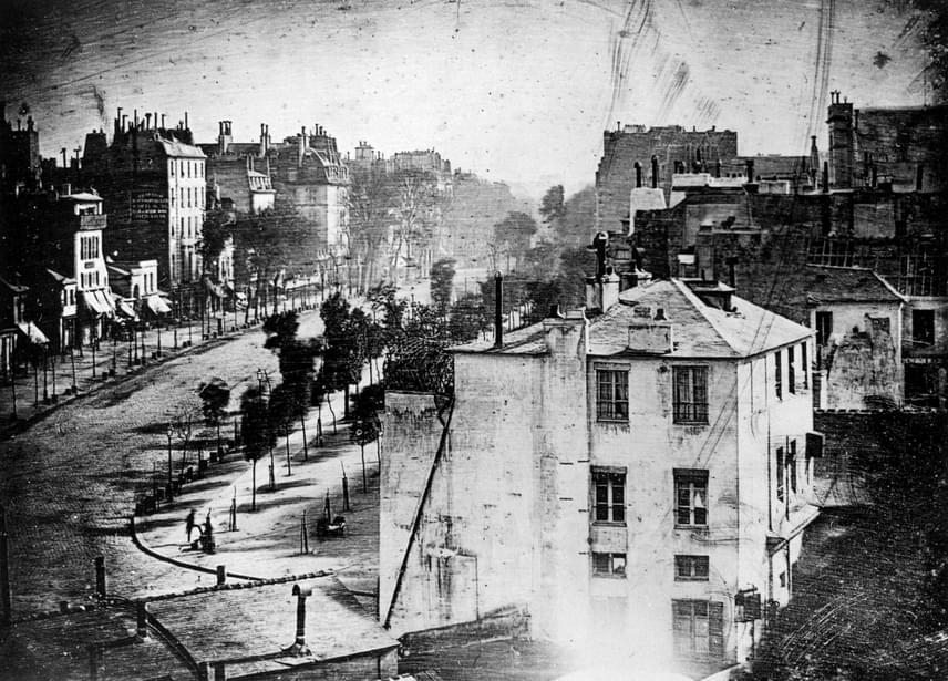 Az első embert ábrázoló dagerrotípiát, a Boulevard du Temple-t 1838-ban mutatta be a vegyész a nyilvánosságnak.