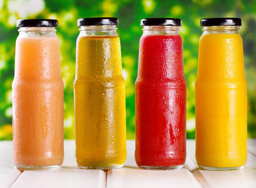 A bolti gyümölcslevek - még a 100%-os italok is - cukros gyümölcssűrítményekből készülnek, így meglepő mennyiségű cukrot és kalóriát tartalmaznak. A bennük található tartósítószerek és adalékanyagok emellett jelentősen lassítják az anyagcserét, így érdemesebb fogyókúrás vizekre és gyümölcsös turmixokra váltani helyettük a diéta alatt.