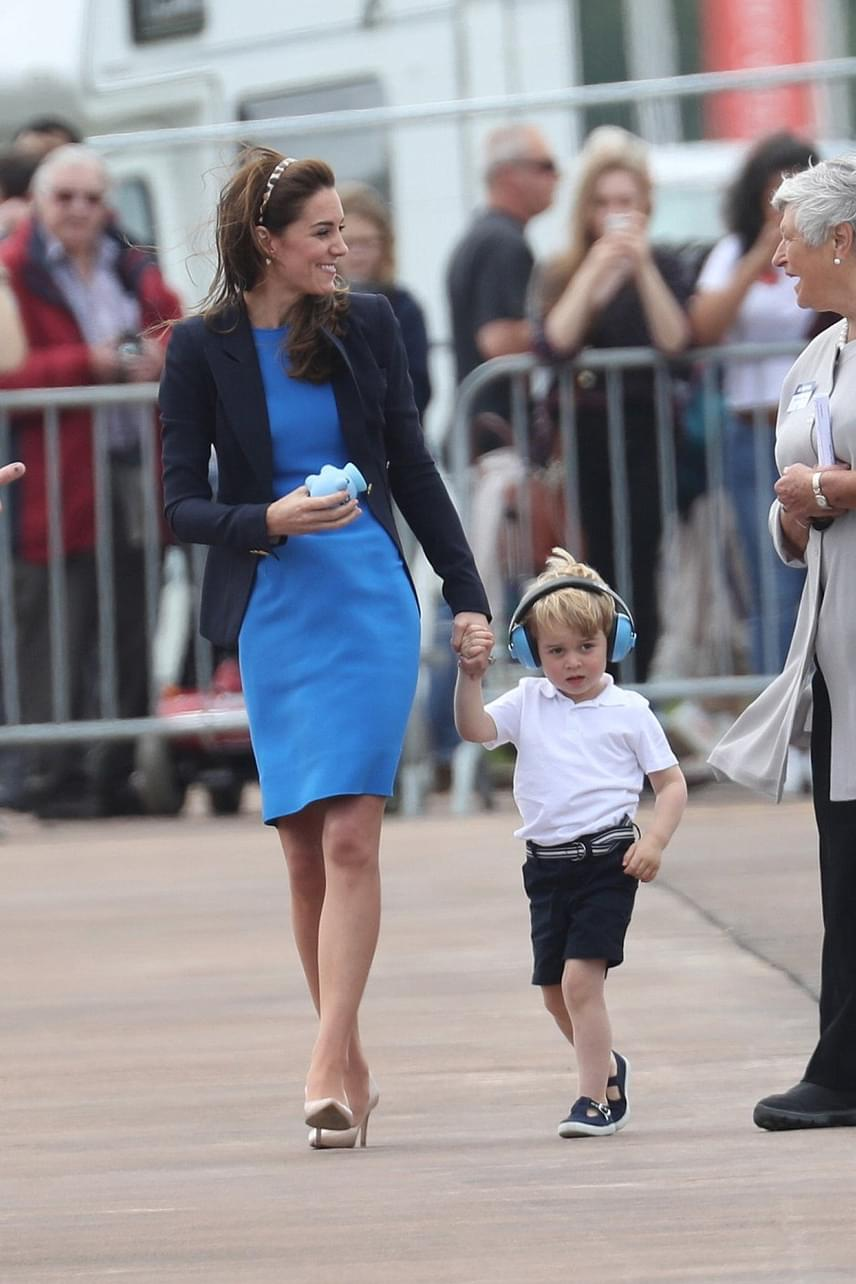 Fotók  hatalmas hisztit csapott György herceg! Katalin alig bírta ... efabe9a37c