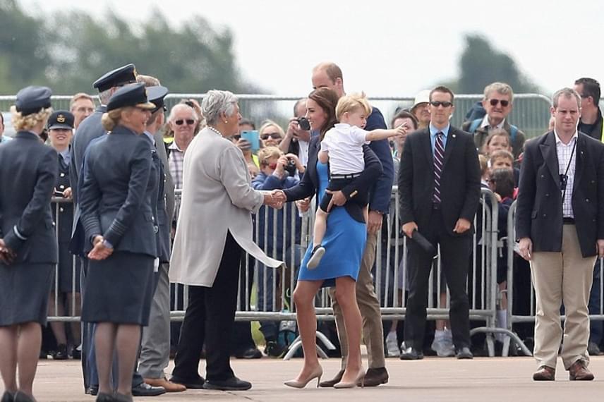 Sőt, annyira tetszettek neki a repülők, hogy utána nem győzte nyúzni az édesanyját, menjenek vissza hozzájuk.