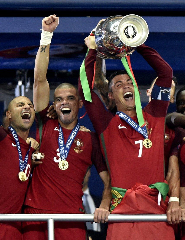 Az Európa-bajnokság győztese végül a portugál válogatott lett, miután a hosszabbítás során, a meccs 109. percében Éder betalált a hazai pályán játszó francia csapat kapujába. A portugál válogatott helyenként gyenge Eb-szereplése után a franciák ellen valóban remekül helytállt, és még Cristiano Ronaldo sérülését követően sem omlott össze.