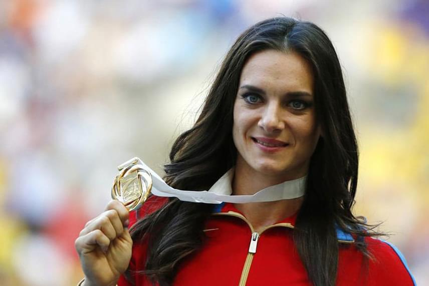 Sajnos nemcsak azokról érdemes szót ejteni, akik részt vesznek idén a játékokban, hanem azokról is, akik valószínűleg nem lesznek ott. Az atlétikai szövetség - IAAF - döntése értelmében idén Daria Klisina kivételével nem indulhatnak orosz atlétikai résztvevők a versenyeken, így többek között a képen látható, aranyra esélyes Jelena Iszinbajeva sem vesz részt a rúdugrásban. A kérdést az egyes sportolók felmentésére vonatkozóan július 19-én Svájcban, Lausanne-ban még újratárgyalják.