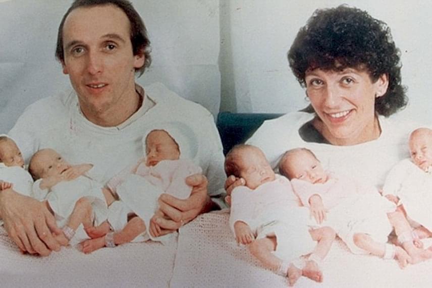 Grahamék újdonsült szülőkként 1993 őszén a hat icipici babájukkal.