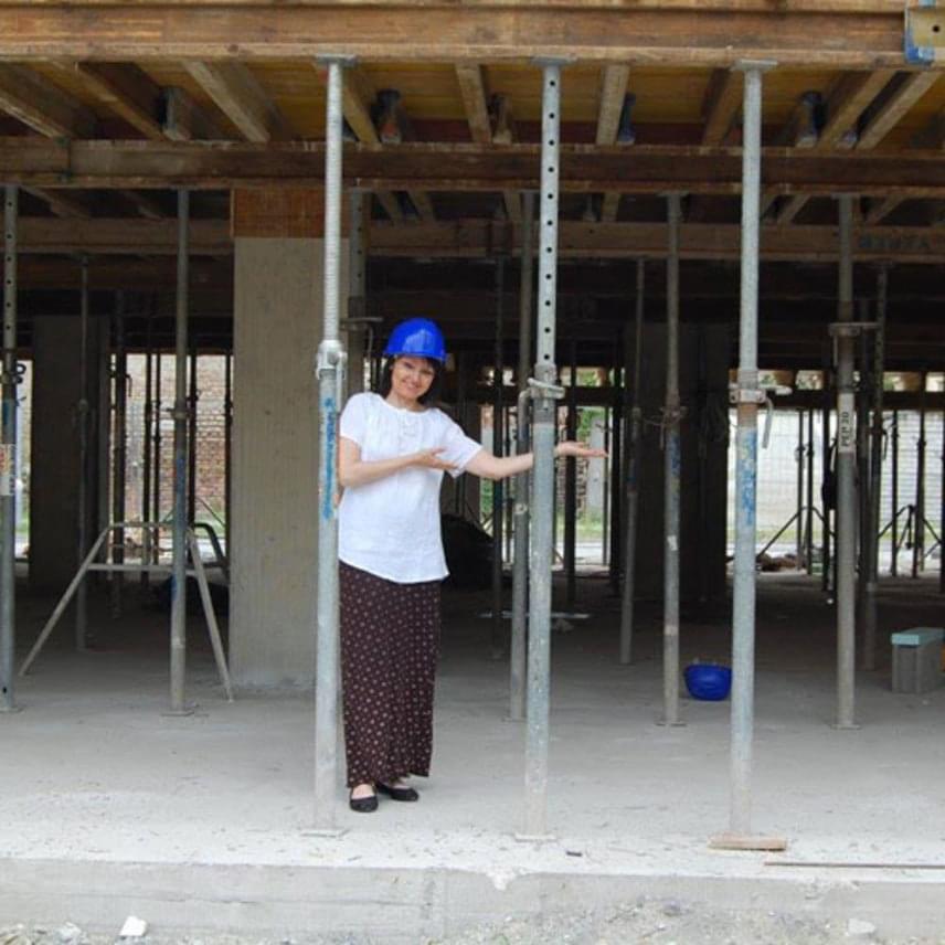 Szíj Melinda a minap megtekintette annak a lakóparknak az építési munkálatait, amelynek a reklámarca lett.