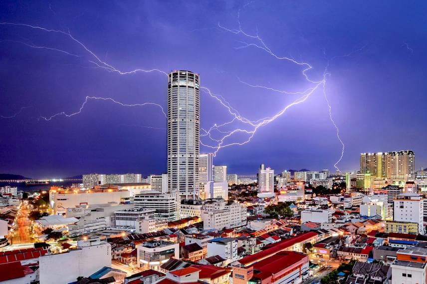Városok, második helyezett: Jeremy Tan - Égi álmodozás.