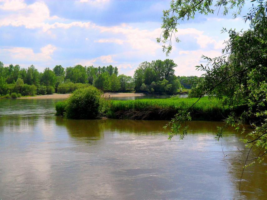 Strandolásra és vízitúrázásra is alkalmas a déli határon csörgedező, vadregényes Dráva, amely méltán örvend nagy népszerűségnek. A Duna-Dráva Nemzeti Park festői folyójának teljes szakaszából azonban csak egyetlen strand vizét vizsgálták meg, a barcsit, amely jó minősítést kapott.