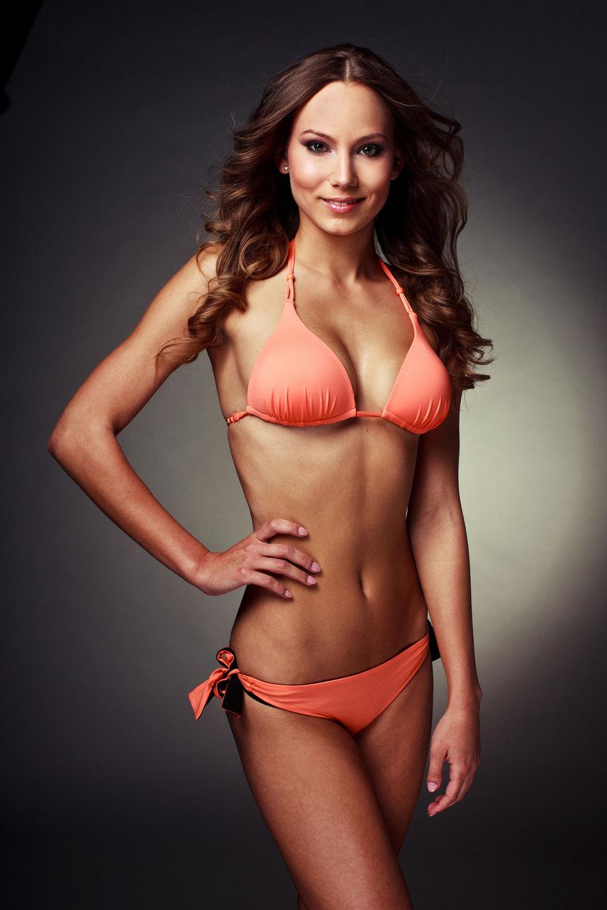 2012-ben a Miss World Hungary szépségversenyen bekerült a hat legszebb lány közé.