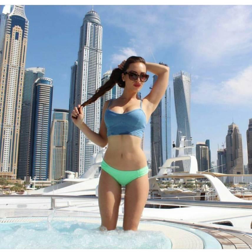 A Dubai Marina néven regisztrált fiatal lány rengeteget posztol az Egyesült Arab Emírségek luxusvárosából, ezt sokan éljenzik, ugyanakkor nagy port is kavar fel velük. Persze joggal feltételezhető az is, hogy a #richkidsofdubai posztolóinak ez nem okoz sok álmatlan éjszakát.