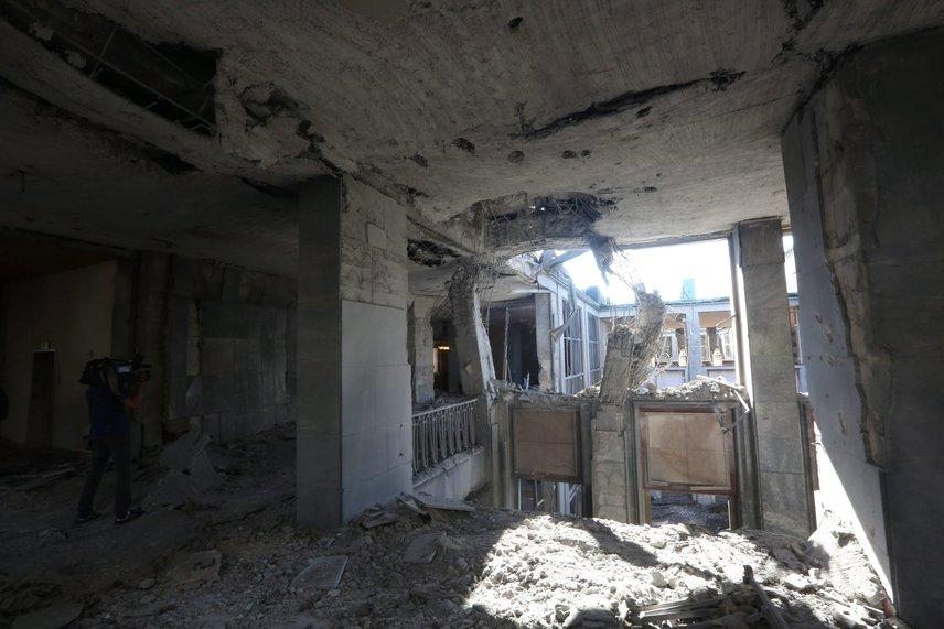 A török parlamentre Ankarában légicsapást mértek, az épület súlyosan megrongálódott. Az összecsapásokban 104 puccsista, 41 rendőr és 47 civil halt meg. Utóbbiakat maga az elnök küldte a tankok ellen a Facetime-on.