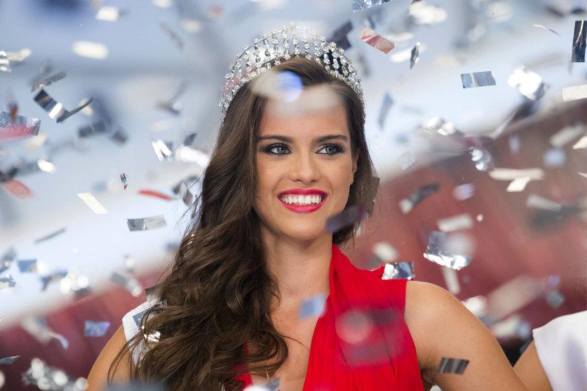 Vasárnap este a Duna TV és a Duna World nézői élőben követhették nyomon, kinek a fejére kerül a Magyarország Szépe koronája. A királynő a 22 éves, marketing szakos Gelencsér Tímea lett.