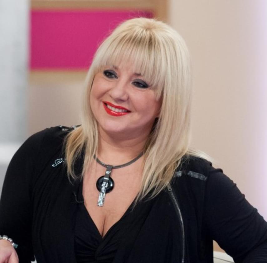 Zoltán Erika 1997 decemberében adott életet egyetlen lányának, Zoé Robertának. Az 54 éves énekesnő pár éve a TV2 műsorában árulta el, nagyon megszenvedte ezt az időszakot, nem tudott enni, inni és aludni, állandóan sírt, mivel úgy érezte, képtelen megadni a babának azt, amit kellene.