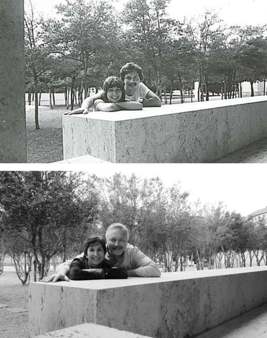 32 év telt el a két kép elkattintása között, de a mosoly és a lelkesedés, ami a fenti, korábbi képen a pár arcán volt, és ami a több mint három évtizeddel későbbi alsó képen látható, ugyanaz. Ez a fotó kézzelfogható bizonyítéka annak, hogy a szerelem valóban lehet örök.
