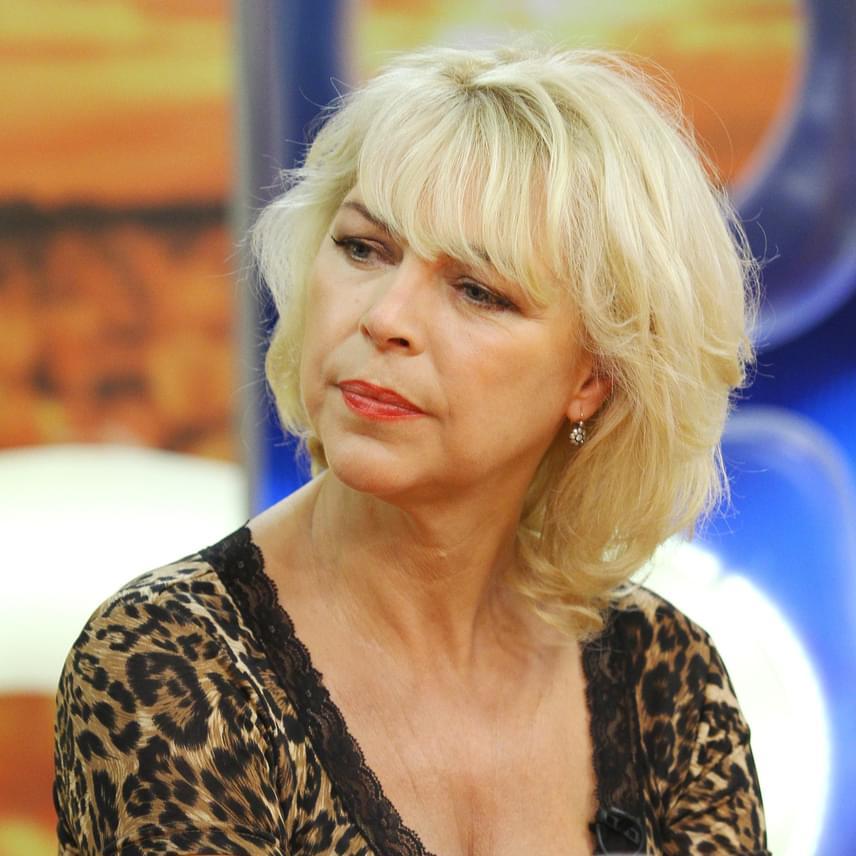 Nyertes Zsuzsa még 2011-ben mesélt kedvenc szépségterápiájáról. Az 57 éves színésznő kizárólag a hagyományos kozmetika híve, ő a Drakula-terápiát választotta, vagyis a saját vérrel való injekciózást, ami kisimítja a gödröcskéket és a mimikai ráncokat.