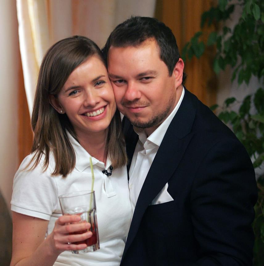 Nacsa Olivér és volt felesége, Zsuzsa 2011 szeptemberében a legnagyobb titokban összeházasodtak, ám 2012 karácsonyát már külön töltötték. A humorista válását hivatalosan 2014 októberében mondták ki, és azóta új párra lelt: Pataki Szilvia színésznő személyében talált rá a szerelem.