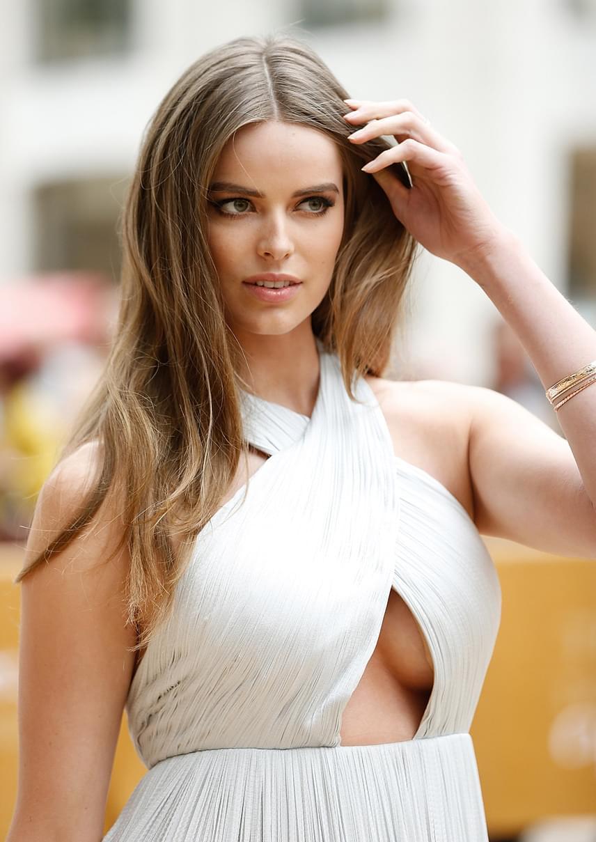 Robyn Lawley Ausztráliában látta meg a napvilágot, és jelenleg a legfoglalkoztatottabb plus-size modellek között található. 2012-ben a Ralph Lauren kampányarca volt, az ausztrál Vogue pedig rendszeresen kéri fel fotózásra. Robyn sikeres üzletasszony is egyben, a saját maga által tervezett fürdőruhákat webshopon keresztül lehet megvásárolni.