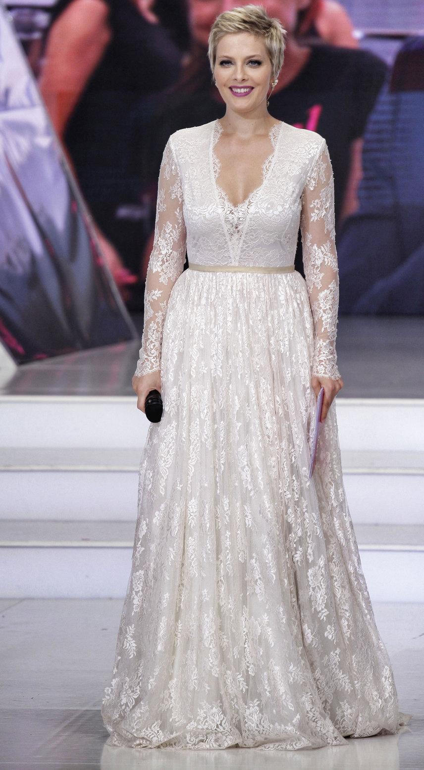 Tatár Csilla a 2016-os Magyarország Szépe című műsorban egy hófehér csipkeruhát is viselt, amiben sok néző szerint olyan volt, mint egy menyasszony.