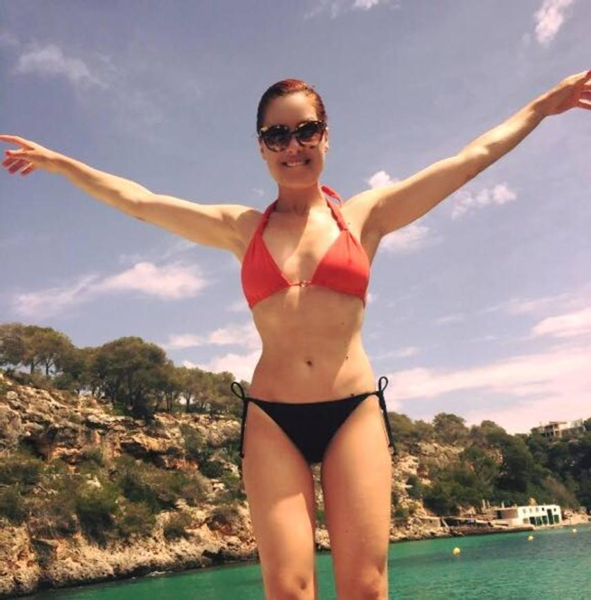 Ritka bikinis fotó Orosz Barbaráról, aki Olaszország meseszép partjait hajóval járja be.