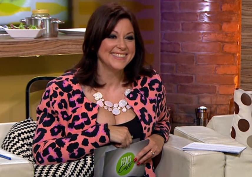 A TV2 műsorvezetőjeként egyre gyakrabban láthatjuk dögös ruhákban: a FEM3 Café tavaly novemberi adásában talán túl merészre sikeredett a ruhaválasztása.