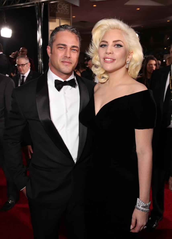 Mindenkit sokkolt Lady Gaga és Taylor Kinney szakítása, ugyanis a színész Valentin-napon megkérte párja kezét, és már az esküvőt tervezgették.