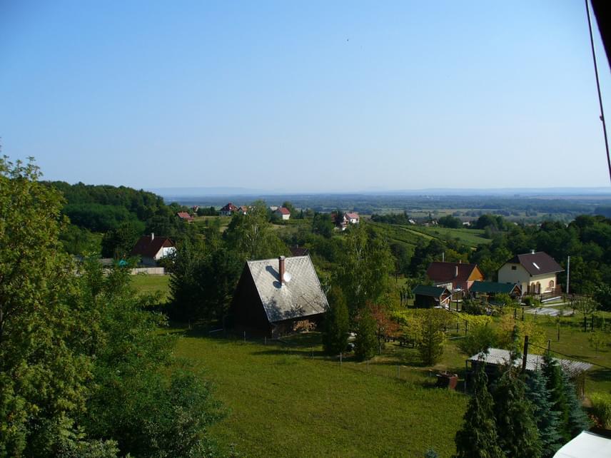 6. ZalakarosA termálfürdőjéről országszerte ismert Zala megyei település fontos idegenforgalmi célpontnak számít. Egy néhány évvel ezelőtt készült felmérés szerint a szállóvendégek számát tekintve az ország nyolcadik legnépszerűbb települése, ahova Németországból, Ausztriából és Csehországból is érkeztek. A lakosságát tekintve azonban1936 fővel a hatodik legkisebb magyar városnak számít.