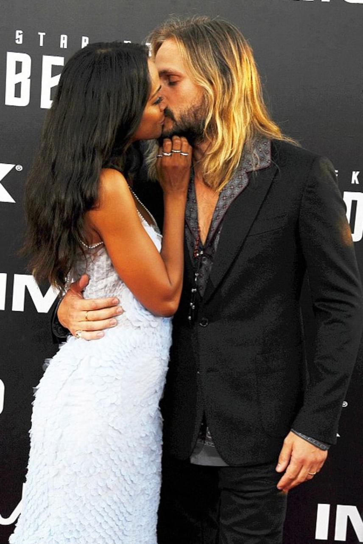 Zoe Saldana és Marc Perego már három éve házasok, mégsem ért véget a nászutas fázis a kapcsolatukban: a színésznő szerint kamaszos lelkesedéssel szeretik egymást.