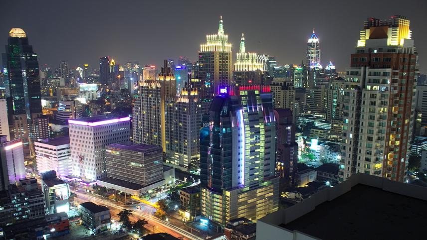 Tévedés azonban azt hinni, hogy ez a világ leghosszabb nevű települése. Ezt a címet furcsa módon a kurta változatban használt, thaiföldimetropolisz, Bangkok nyerte el. A város teljes neve ugyanis:Krungthepmahanakhon Amonrattanakosin Mahintharayutthaya Mahadilokphop Noppharatratchathaniburirom Udomratchaniwetmahasathan Amonphimanawatansathit Sakkathattiyawitsanukamprasit.Jelentése körülbelül a következő: az angyalok városa, a halhatatlanság fővárosa, a kilenc drágakő pompás városa, a király színhelye, a királyi paloták városa, az istenek megtestesülésének otthona Vishvakarman isten parancsolatára emelve.