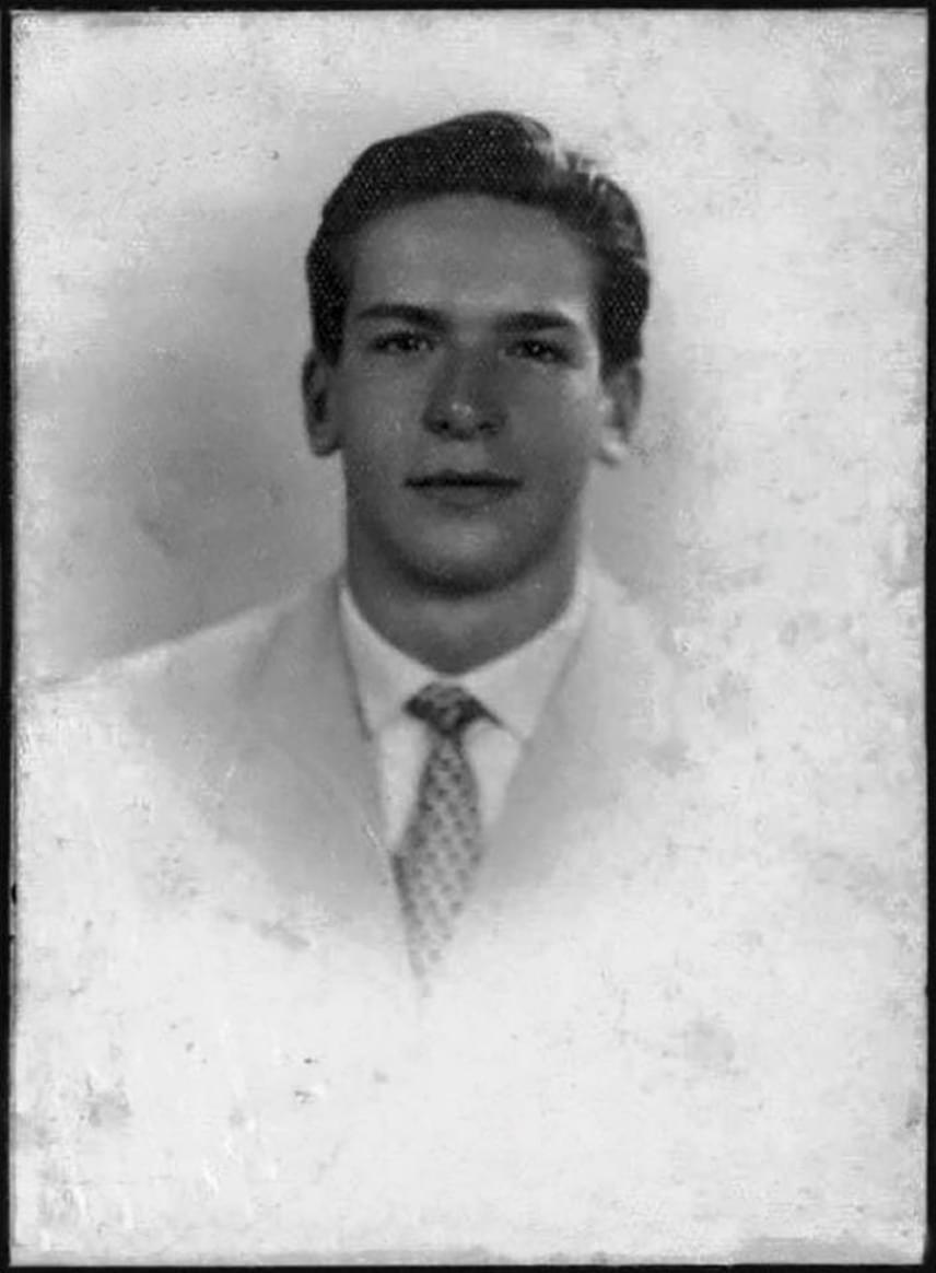 Ilyen finom vonásokkal rendelkezett fiatalkorában Bud Spencer. Szinte hihetetlen, hogy őt láthatjuk a fotón, alig ismerünk rá a pocakja és a szakálla nélkül.