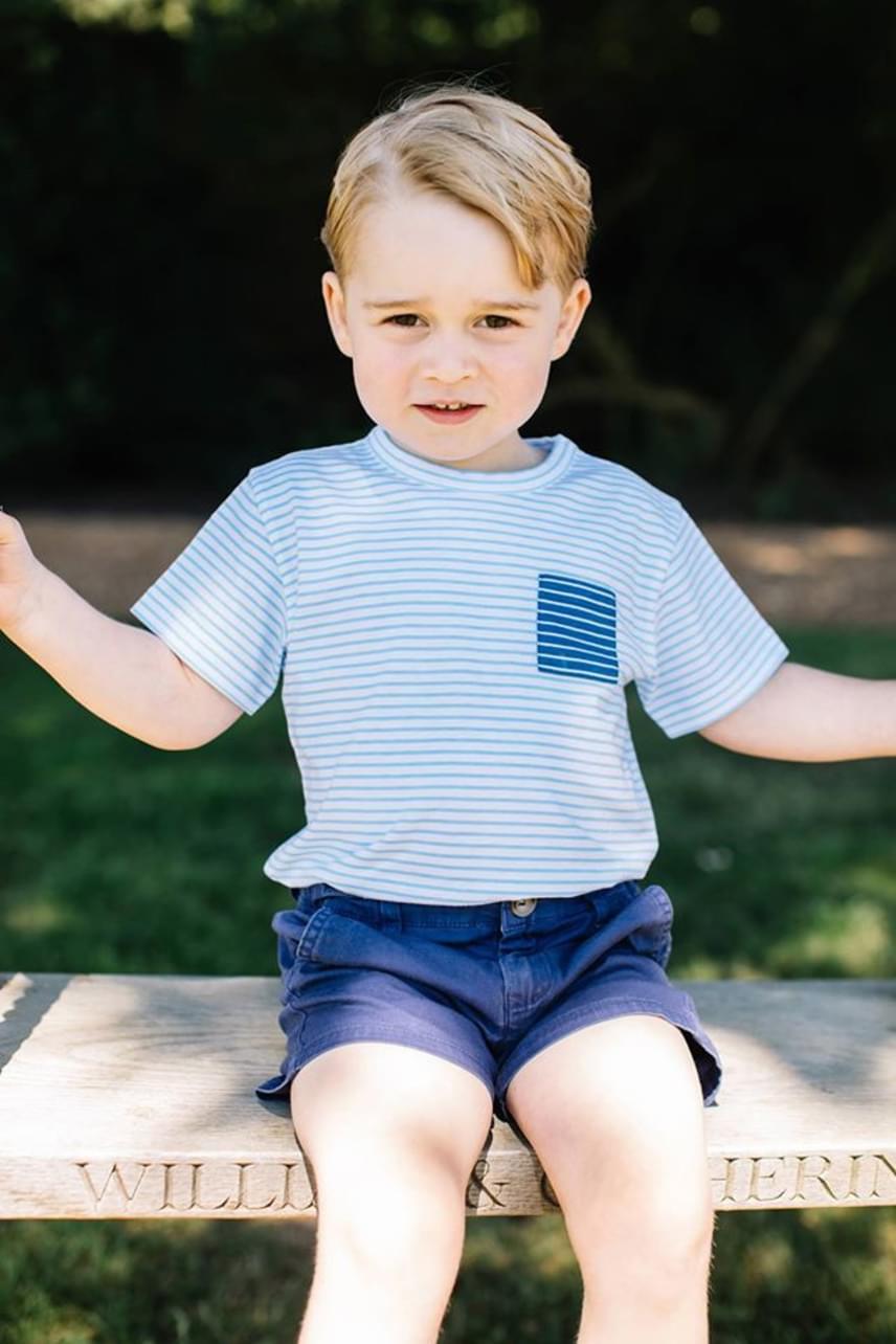 György herceg édesapja kiköpött hasonmása, és habár szinte a megszólalásig hasonlít Vilmosra, édesanyja szerint a személyisége inkább Harryére hajaz.
