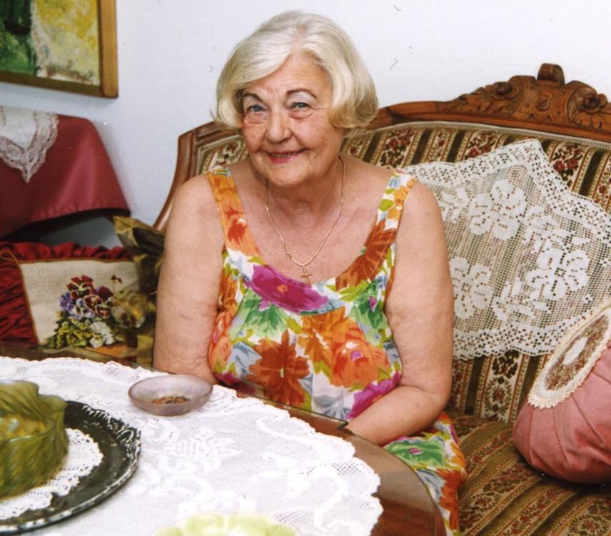 A legismertebb magyar szexuálpszichológus, Lux Elvira 87 éves korában, szerdán délelőtt hunyta le örökre a szemét budapesti otthonában.