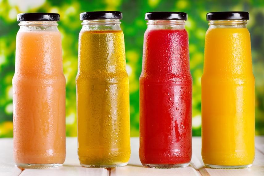 Gyümölcsleveket egyáltalán nem ajánlott fogyasztani a fogyókúra során, hiszen a fruktóztartalom mellett általában cukor is van bennük, ám a gyümölcsök rosttartalma hiányzik. Ez a 100%-os gyümölcslevek esetében sincs másképp, amelyek szinte kivétel nagy fruktózkoncentrációjú sűrítményekből készülnek.