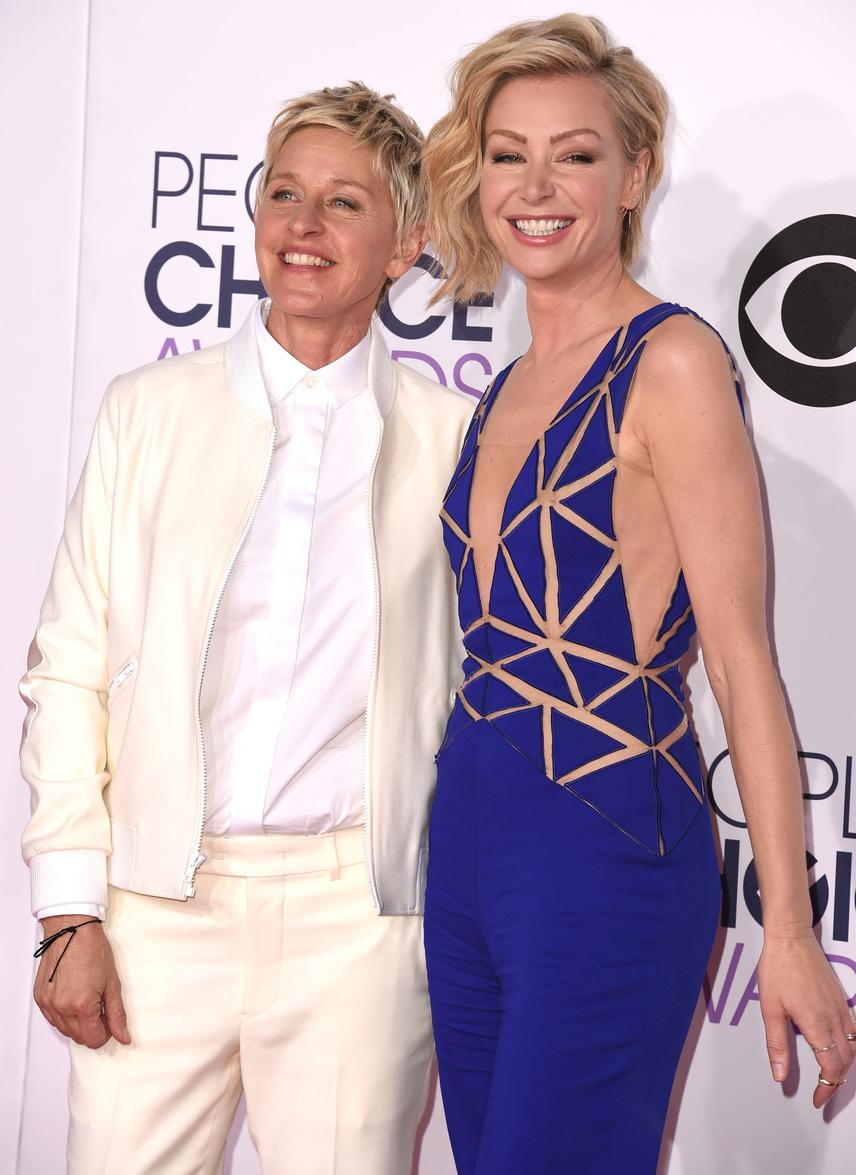 Portia di Rossi végül Ellen kedvéért döntött úgy, hogy nyilvánosan is felvállalja a másságát. Legnagyobb döbbenetére először alig volt, aki hitt volna neki, csak amikor már évek óta együtt volt a műsorvezetővel, akkor kezdték realizálni, hogy a színésznő tényleg leszbikus.