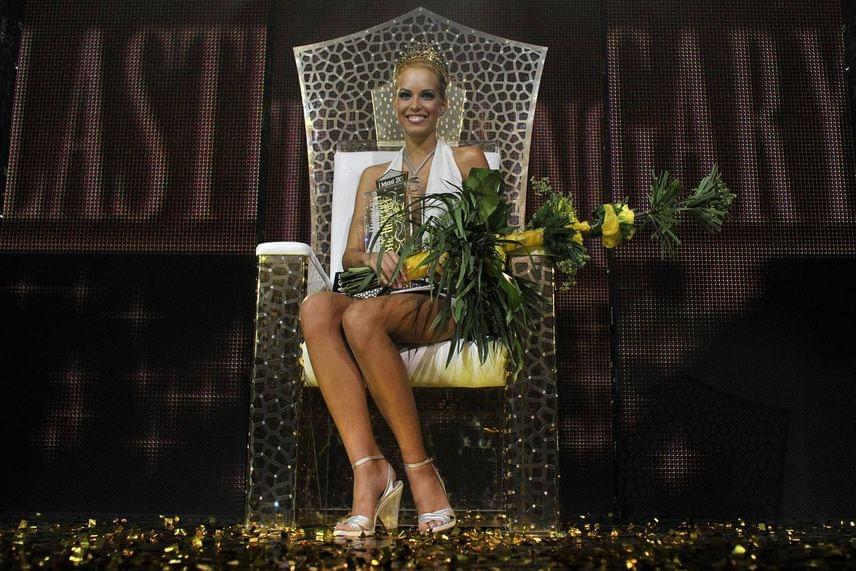 Dr. Rozsos Tamás kezdeményezésére 2009-ben megrendezésre került az első Miss Plastic Hungary, amelyben azok a gyönyörű nők vehettek részt, akik már átestek valamilyen kozmetikai beavatkozáson. Dr. Rozsos ezzel azt arra akarta felhívni a figyelmet, hogy a szépészeti műtétek általában nem a hatalmasra feltöltött ajkakról, a strandlabdányi mellekről és a homlokig csúszó szemöldökökről szólnak, hanem apróbb korrekciókról, amelyek harmonikussá teszik egy nő külsejét. A megmérettetés végén nemcsak a legszebb hölgyek - köztük a győztes Urbán Réka -, de plasztikai sebészeik is értékes nyereményeket kaptak.