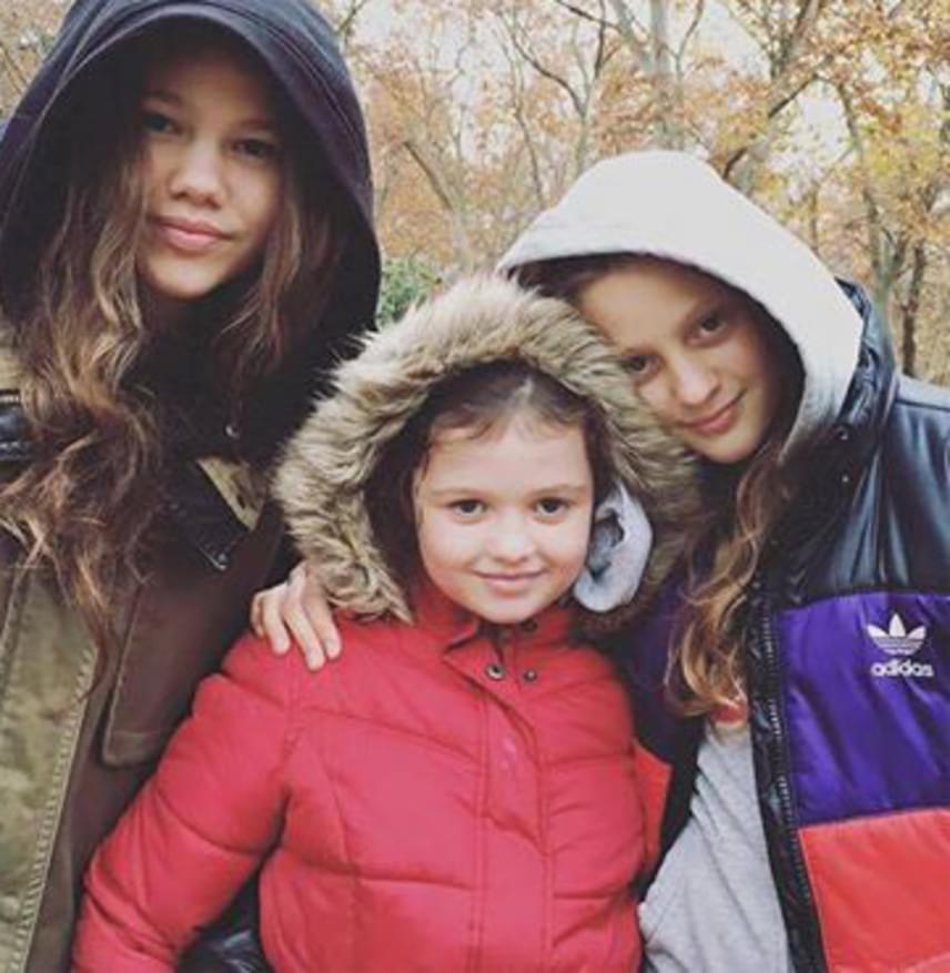 A színésznő idősebbik fiának, a 41 éves Tamásnak három tündéri lánya van: a legidősebb, Lina 14, a legfiatalabb, Zsanna kilencéves.