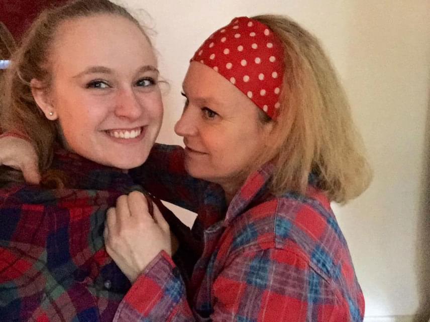 Hegyi Barbara és Rozi idén februárban eleget tett a kockás inges felhívásnak.