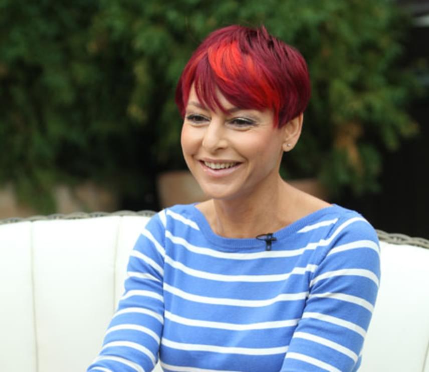 A csinos híradós 2010 márciusában, Szellő István oldalán ismét elfoglalta helyét a műsorvezetői székében. Legnagyobb támasza férje volt, aki vállalta, hogy gyesre megy az ikrekkel, Matyival és Szonjával.
