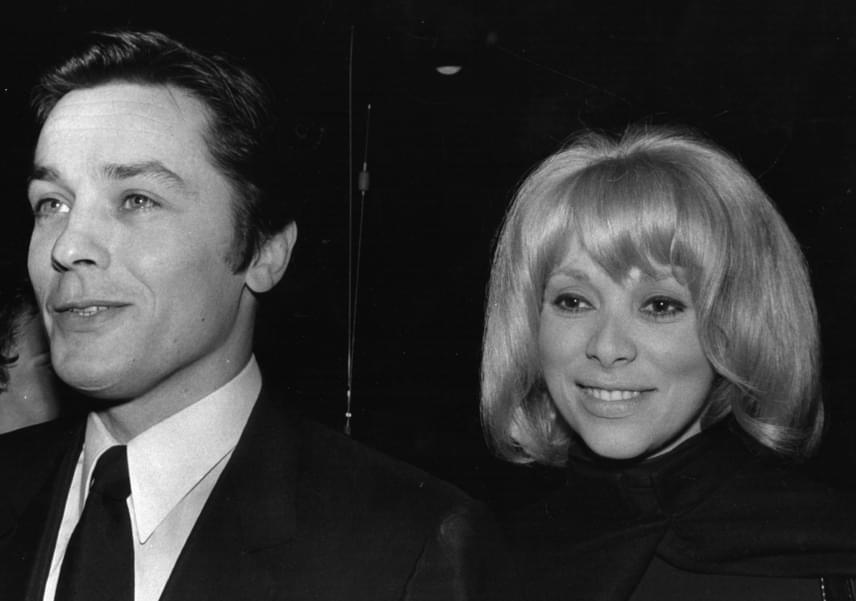 A szívtipró válása után egy évvel ismerkedett meg Mireille Darc-kal, akivel az 1969-es Jeff című film forgatásán találkozott. Közel másfél évtizeden át volt az élettársa, és egyben számos üzleti ügyének intézője. 1984-ben váltak el útjaik.