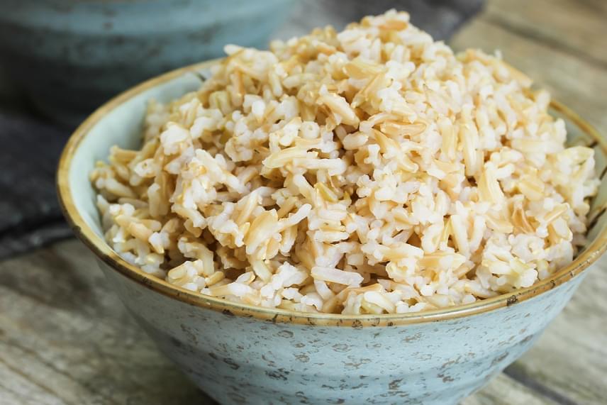 A főtt rizs, különösképp a barna rizs a bizottság szerint kiemelt része lehet egy olyan diétának, amely igyekszik semlegesíteni mindazokat az anyagokat a szervezetben, amelyek fokozhatják a fejfájás kialakulásának valószínűségét.