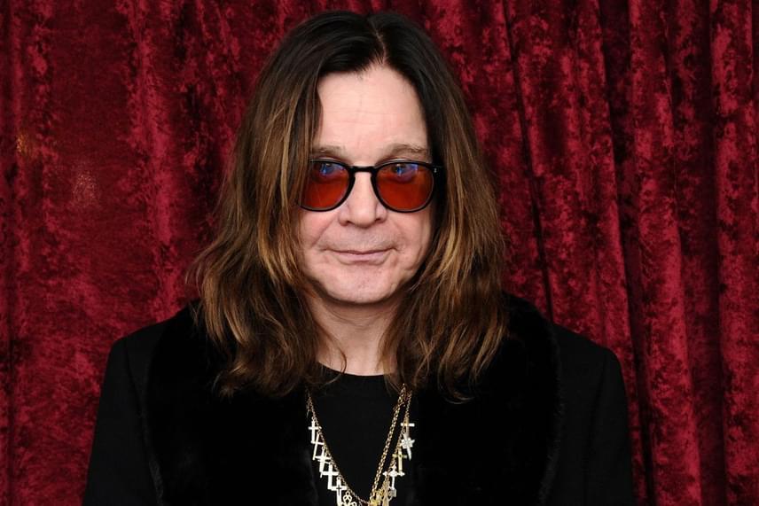 Sharon Osbourne a Mirror magazinnak adott interjújában elárulta, nagyon meghatja, hogy Ozzy ennyire próbálkozik, de kevés esélyt lát arra, hogy megbocsásson neki. Ráadásul félrekacsintásait sem a szexfüggőségnek, hanem az énekes hülyeségének és nem létező önmérsékletének tudja be.