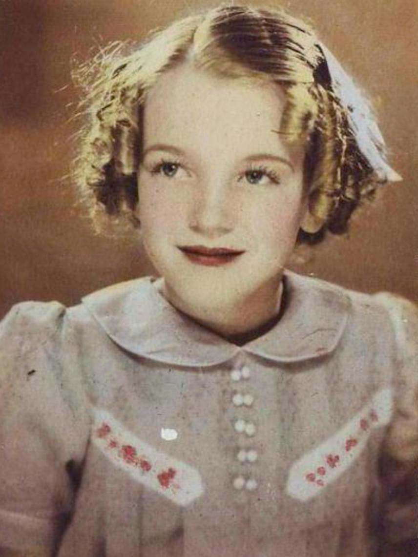 Ez a kép 1930-ban készült az akkor négyéves Marilyn Monroe-ról. Az akkor még Norma Jeane Mortenson nevű kislány olyan szép volt, akár egy porcelánbaba.