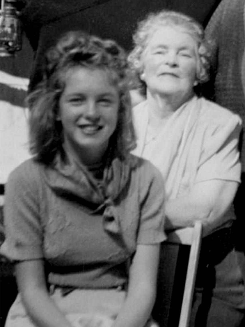 Tinédzserévei elején így nézett ki: a képen imádott nagynénjével, Ana Lowerrel látható.
