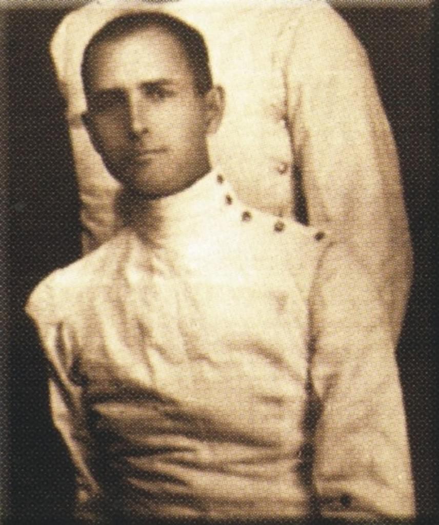 Bogen Albert eredetileg Bógathy Albert néven született 1882-ben. Az 1912-es stockholmi olimpián osztrák színekben szerzett ezüstérmet. 1928-ban az amszterdami olimpián már a magyar párbajtőr csapat tagja volt, de akkor nem sikerült érmet szereznie.