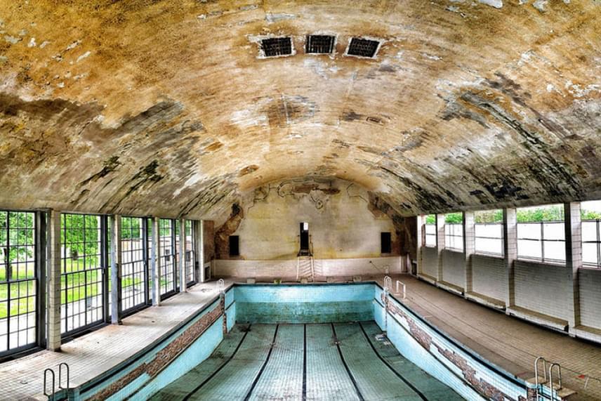 Sőt, van, amihez már 80 éve nem nyúltak: ezen a képen az 1936-os berlini olimpia egykori úszómedencéje látható.