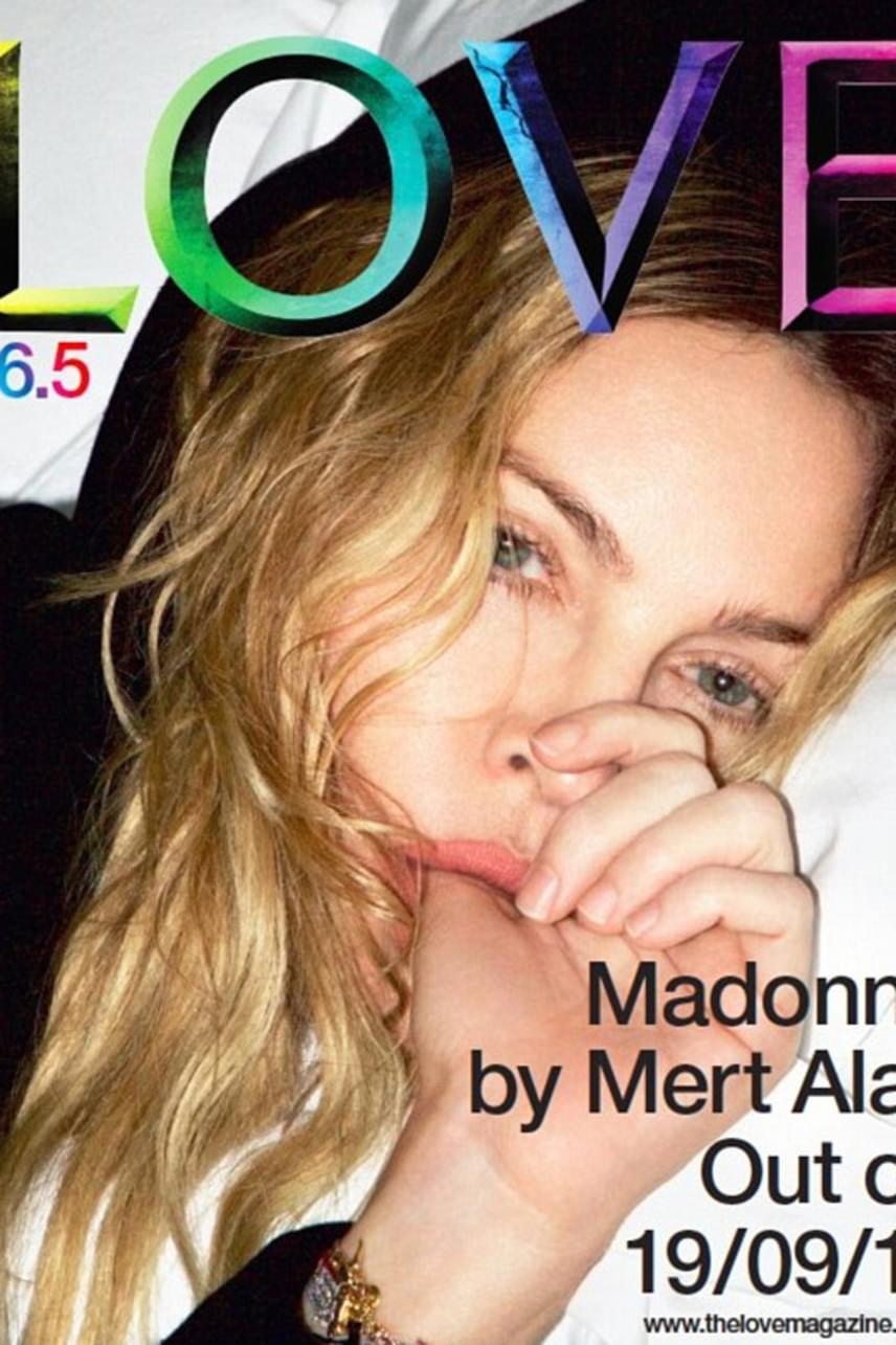 """""""Jézusom, Madonna. Egy okos, tehetséges, csinos nőnek tartottalak. Ujjszopással címlapra kerülni? Nem tudom, hogy sírjak, vagy nevessek..."""" - írta valaki a LOVE magazin borítóján pózoló énekesnőről."""