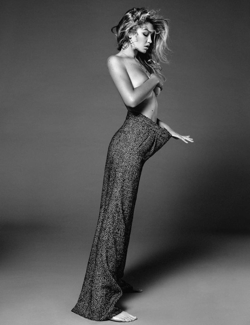 Korábban nővére, Gigi Hadid is ledobta már a ruháit a magazin kedvéért - ő azonban sokkal kevesebbet mutatott magából.