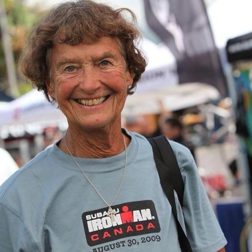 Az amerikai születésű Madonna Buder 23 évesen vonult zárdába, 1970-ben azonban kilépett a rendből, hogy társaival megalapítsák a Nővérek a Keresztény Közösségért szervezetet. 52 évesen indult először triatlonversenyen, három évvel később Ironmanen. Az idővel nem gyengült a teljesítménye, sőt, sorra döntötte meg rekordjait, kiérdemelve ezzel az Iron Nun - Vasnővér - nevet.