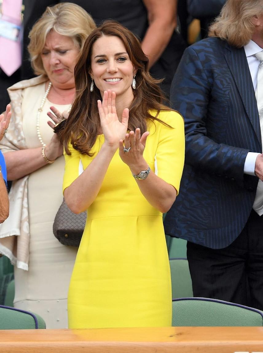 Katalin hercegné banánruháját vidám színe és nőies fazonja miatt - Vilmos hercegen kívül - mindenki imádta, így nem csoda, hogy idén is ő nyerte el a legstílusosabb híresség címet.