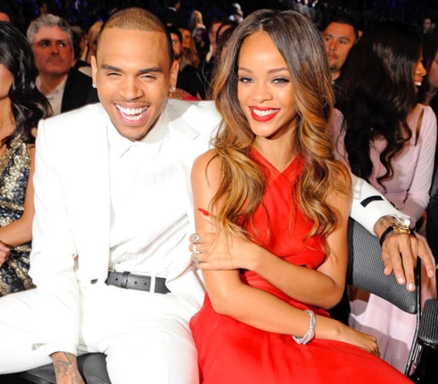 2009 februárjában Chris Brown durván bántalmazta Rihannát, a sérüléseiről készült rendőrségi fénykép pedig azonnal bejárta a világot. Chris Brown később bűnösnek vallotta magát, amiért öt év próbaidőre ítélte a bíróság, illetve megtiltotta neki, hogy 46 méternél közelebb menjen exkedveséhez.