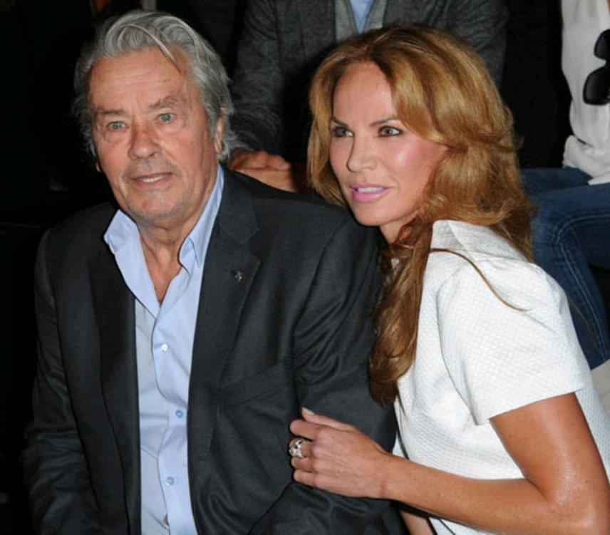 Alain Delon 1987-ben egyik videoklipjének forgatásán került közelebbi kapcsolatba Rosalie van Breemen holland modellel, aki olyan nagy hatást gyakorolt rá, hogy hamarosan oltár elé vezette. Két közös gyermekük született, de 2002-ben ez a házasság is válással végződött.