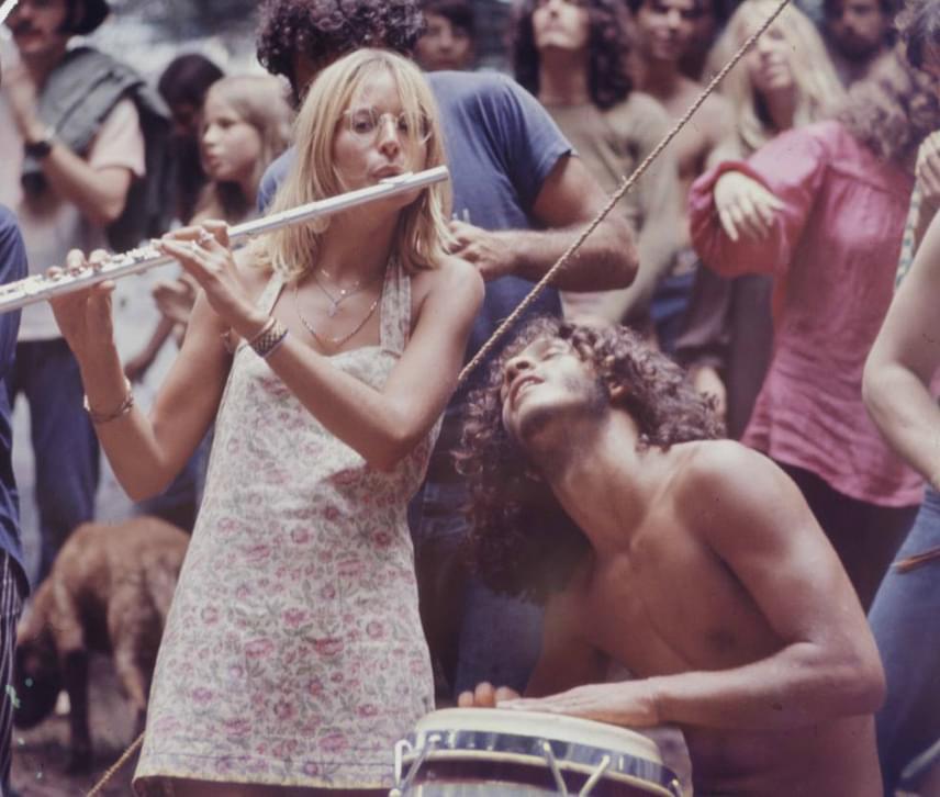 A Woodstocki Fesztivál valóban olyan volt, amilyennek máig mondják: átszellemült, nyitott fiatalok határok nélkül élvezték a zenét. Még több fotóért kattints ide!